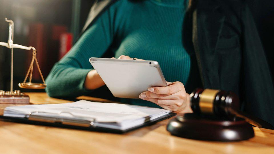 Sähköinen allekirjoitus lainsäädännössä – katsaus eritasoisiin sähköisiin allekirjoituksiin